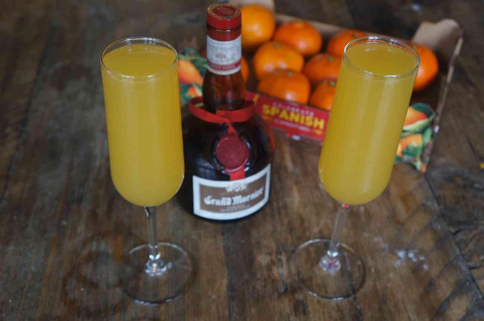 How to make Festive Cocktail: Clementine Bellinis