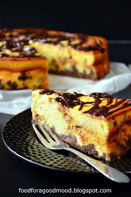 Dla fanów serników.  Dla fanów krówek.  Dla wszystkich tych, co kochają słodycze.  Kłaniam się nisko i życzę smacznego :)