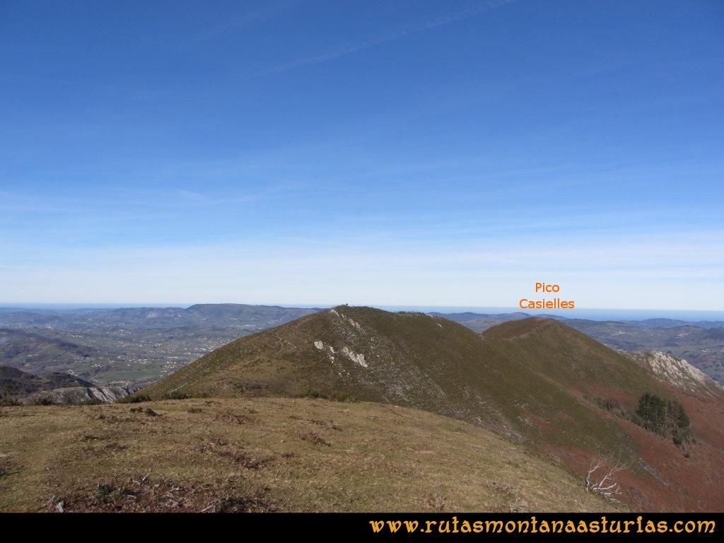 Pico Mua PR AS 46 Desde el pico Múa, vista del pico Casielles