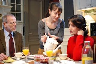 Anaïs Demoustier, Ludmila Mikaël et Pascal Greggory prennent le petit déjeuner