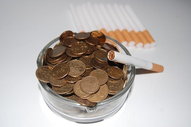 rokok dan uang logam