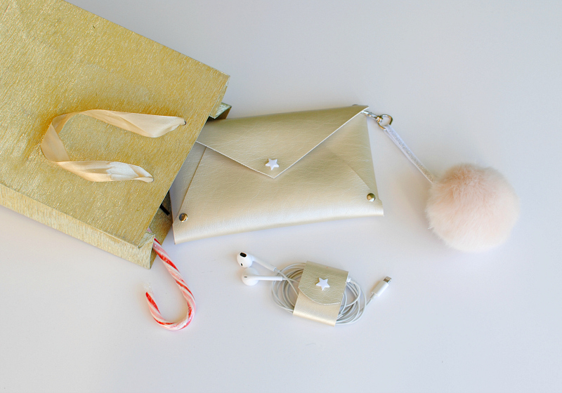 DIY Gifts: Rivet Wristlet