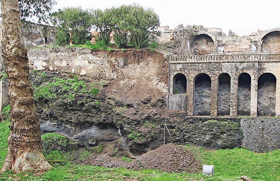 Pompeii wall collapses amid heavy rain