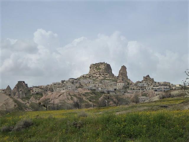 veduta di Uçhisar e del castello dalla valle dei piccioni