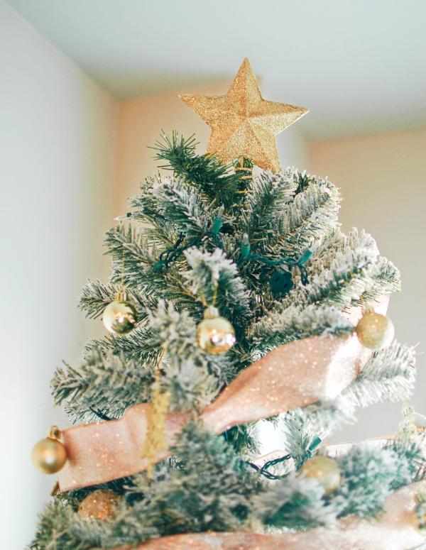 Glam Christmas tree decor!