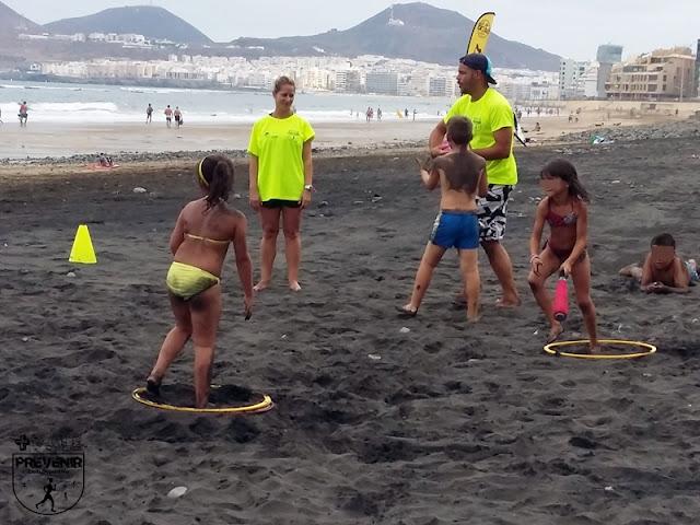 futbol playa niños