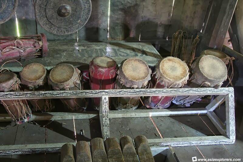 alat musik gendang tamtam dan ketipung termasuk dalam jenis alat musik membraphone