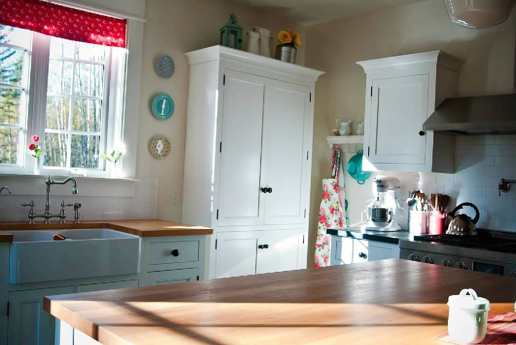 simply beautiful kitchens the blog canadian made unfitted cottage style kitchens. Black Bedroom Furniture Sets. Home Design Ideas