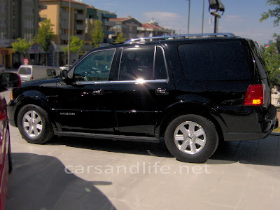 Car of the Day # 24 Lincoln Navigator