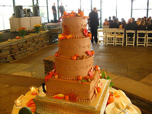 'Fall Wedding Cake' Ideas For Incorporating Fall Effect