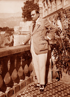 The photo shows Caruso on the balcony of the Excelsior Vittoria just a few weeks before he died
