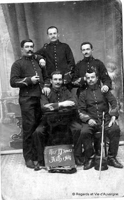 Photo de famille ancienne noir et blanc. soldat 1914