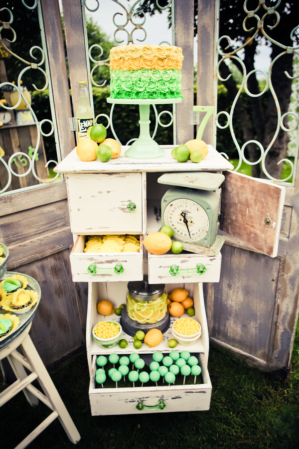 lemon+lime+green+yellow+citrus+orange+modern+ombre+birthday+party+wedding+theme+shower+baby+kids+kid+children+child+7up+seven+up+theme+photo+backdrop+lemonade+stand+retro+vintage+heather+lynn+photographie+11 - Heads up, Seven-Up!