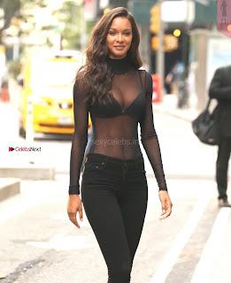 Lais-Ribeiro-Victorias-Secret-Offices-in-New-York-12+%7E+SexyCelebs.in+Exclusive.jpg
