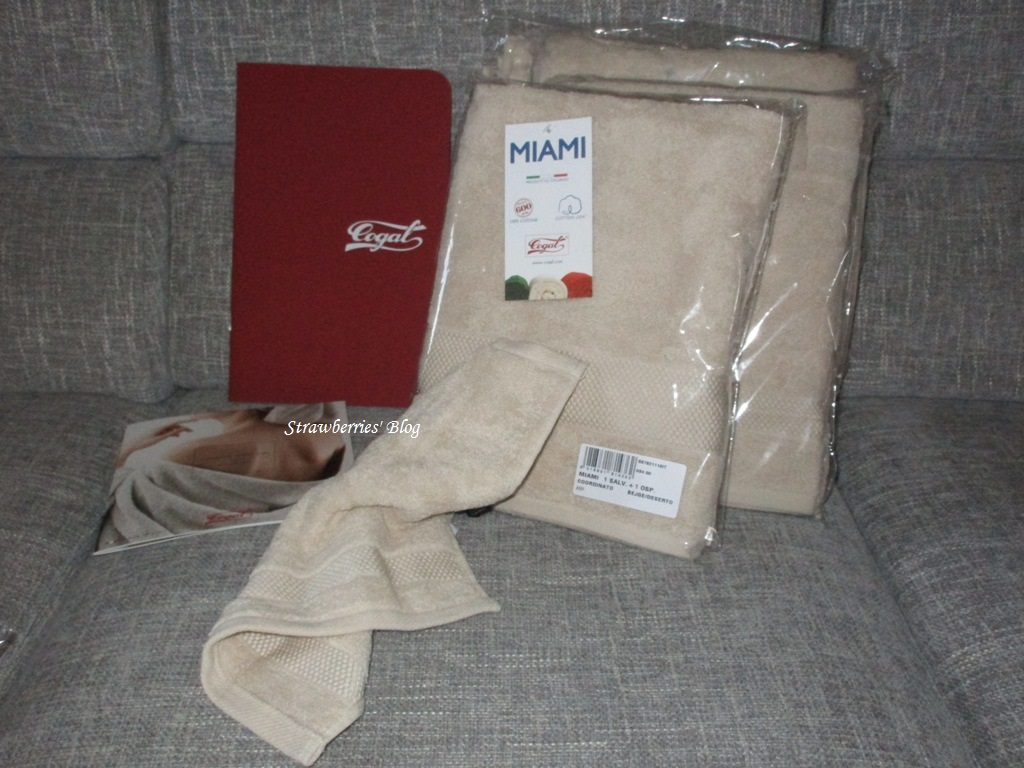 aea98b66b0 Quest set che comprende asciugamano e asciugamano ospite un prodotto  realizzato per il 100% da cotone naturale. E' una spugna ricca di volume  densità e ...