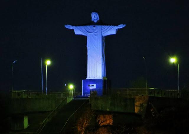 Cristo do município de Pão de  Açúcar/AL recebe banho de luz