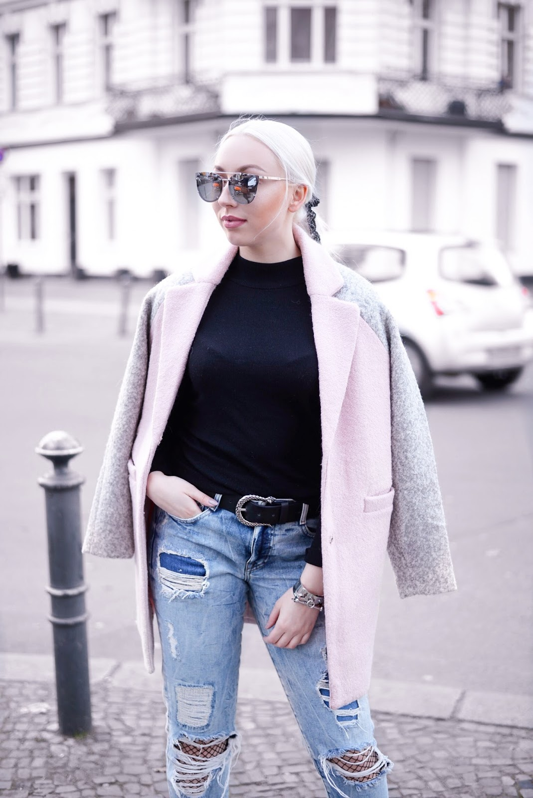boyfriend jeans_how to wear fishnet tights_how to wear boyfriend jeans