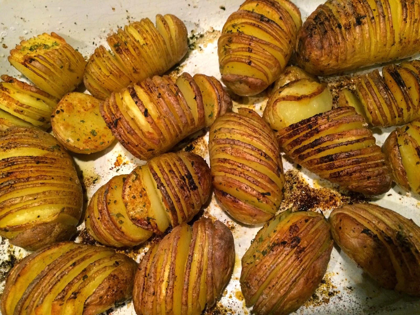 gesneden aardappelen in de oven