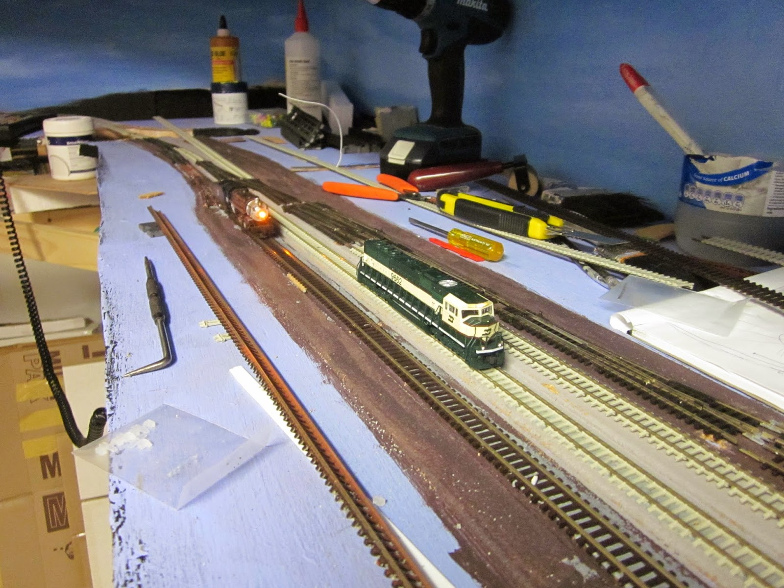 Bnsf N Scale In Australia Boltsnutsand Some Fun Railroad 2014 Plans For Train Track Wiring If You Look Closely There Is Complicated Work Behind The Diesel Including A Crossing All Switched Successfully By Tam Valley Frogjuicer