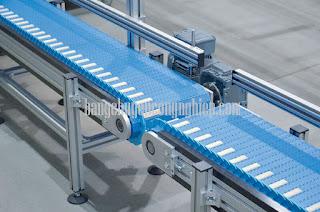 Ưu điểm của băng tải xích nhựa trong sản xuất công nghiệp