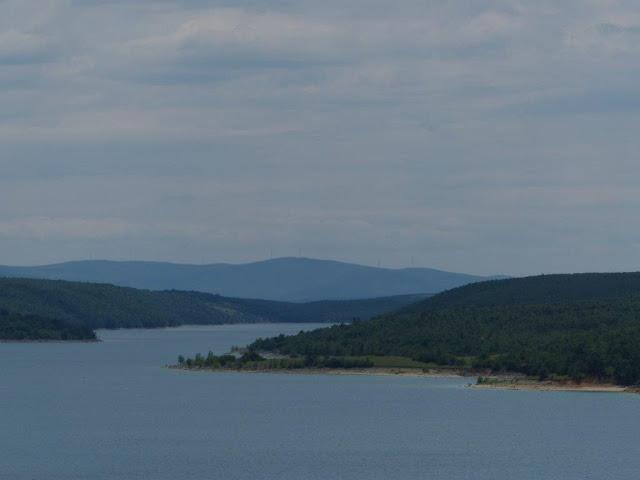 Kroatien Urlaub Camping Roadtrip Zelten Hinterland Stausee Perucko Jezero