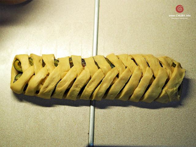 Warkocze ze śliwkami (drożdżówki ze śliwkami)