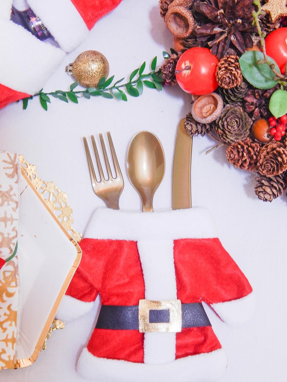 6 dekoracja świątecznego stołu jak udekorować stół na boże narodzenie dekoracja kolacja wigilijna dekoracja stroik na stół wigilijny wianek świeczka mikołajowe ubrania na butelki mikołaje na sztućce
