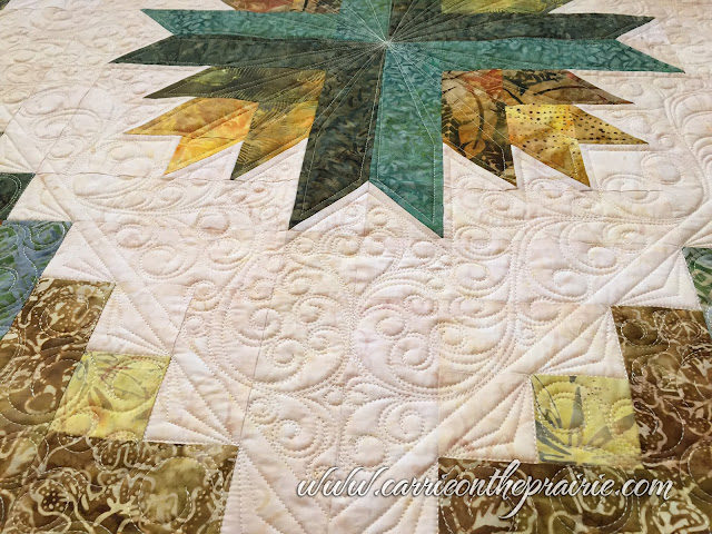 http://carrieontheprairie.blogspot.ca/2017/05/rosemaries-pineapple-quilt.html?m=0