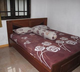 kamar tidur di homestay liandri karimunjawa