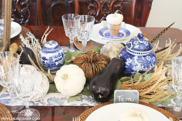 30 Blue And White Tablescapes For Thanksgiving The Glam Pad