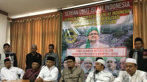 Rizieq Tidak Jadi Pulang Sudah Kali Kelima, Amien Rais Ancam: Jokowi Jangan Macam-macam