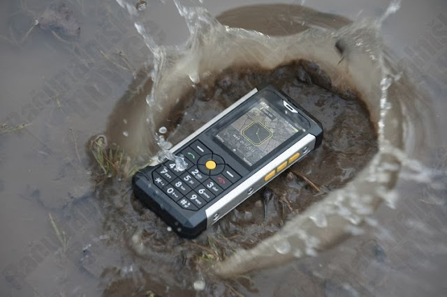 ponsel jatuh kedalam air