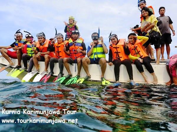 persiapan snorkeling di atas kapal