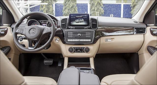 Màn hình phía sau vô lăng và Màn hình trung tâm Mercedes GLE 400 4MATIC Exclusive 2019 thiết kế góc cạnh đẹp mắt
