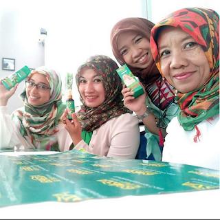 Blogger Palembang Alma Wahdie di Azalea Equator Rooftop Cafe