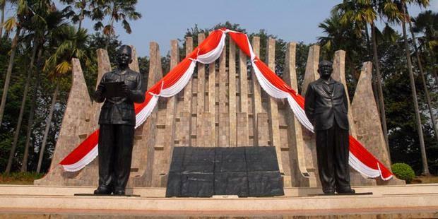 atau disebut juga Tugu Petir yaitu tugu peringatan proklamasi kemerdekaan indonesia Tugu Proklamasi + Gambar