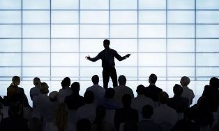 5 Cara Mempengaruhi Publik dalam Public Speaking