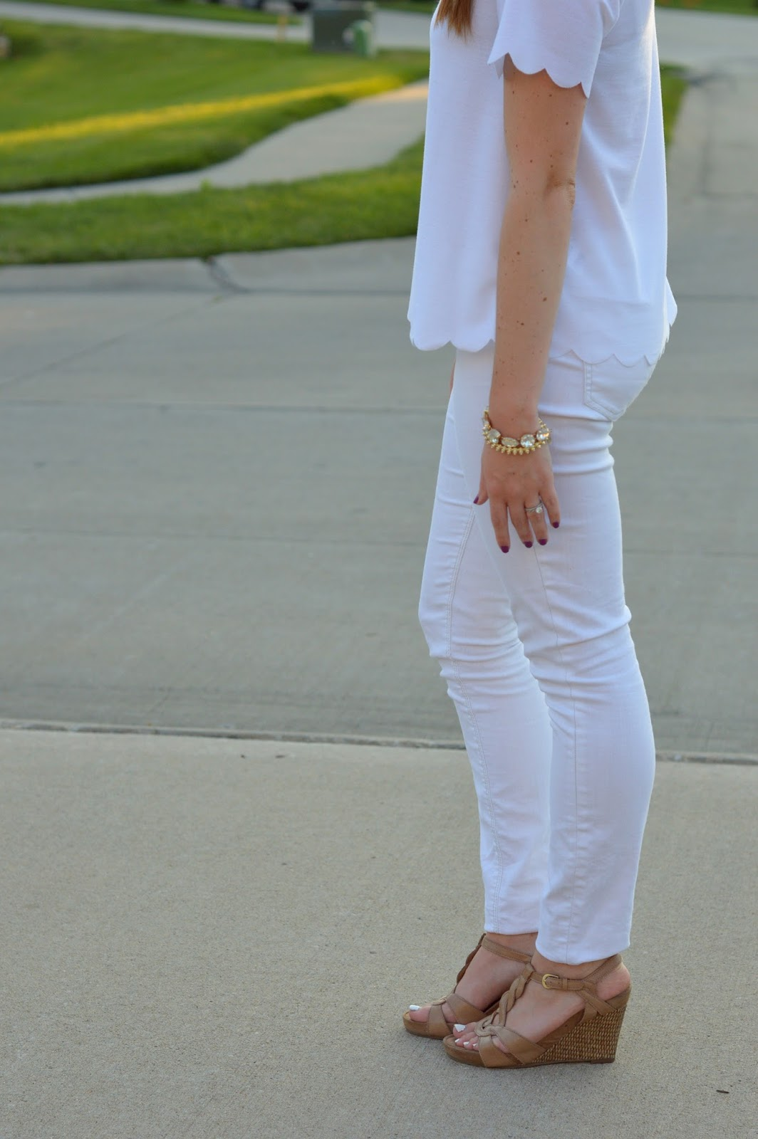 how to style a white scalloped top