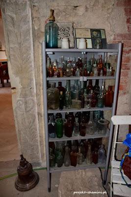 Pałac w Rząsinach, buteleczki z okresu tajnych eksperymentów