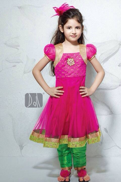 Wallpaper Of Little Girl In Bajrangi Bhaijaan Salman Khan New Cute Child Co Actor Harshaali Malhotra