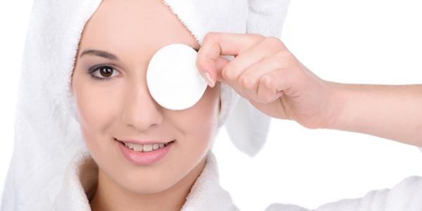 Sangat pentingnya Membersihkan Wajah Dari Sisa Make Up
