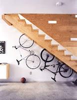 Ideas para ahorrar espacio debajo de la escalera bicicletas