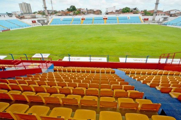 Prefeitura reabre estádio Nhozinho Santos com clássico 'Maremoto' nesta sábado (18)