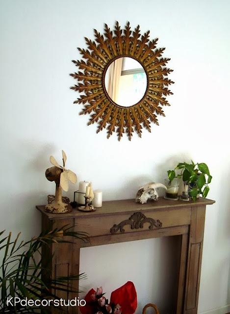 Espejo sol antiguo dorado de pared con hojas metálicas forma redonda