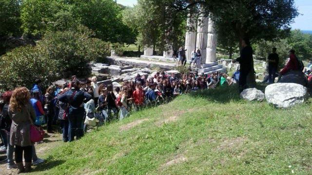 500 μαθητές επισκέφθηκαν τη Σαμοθράκη στο πλαίσιο των σχολικών εκδρομών