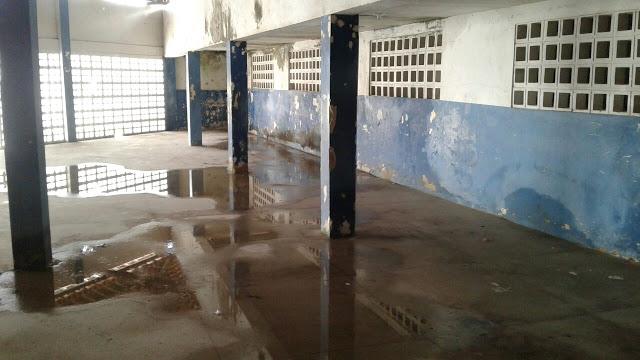 Escola Presidente Costa e Silva em estado de abandono