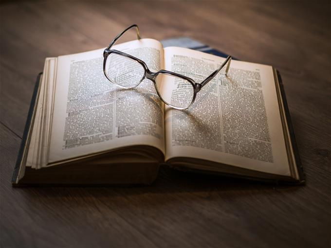شرح خصائص القاعدة القانونية عامة ومجردة بالتفصيل مع أمثلة