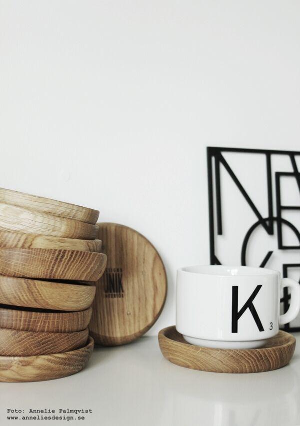 träfat, fat, underlägg, träunderlägg, glasunderlägg, kaffekopp, kaffekoppar, kaffekoppen, mugg, muggar, kaffemugg, svart och vitt, svartvit, svartvita, webbutik, webbutiker, webshop, inredning, köksdetaljer, köksdetalj, unik design & interiör, annelies design