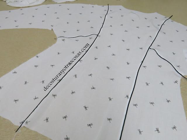 blusa con cinta de adorno