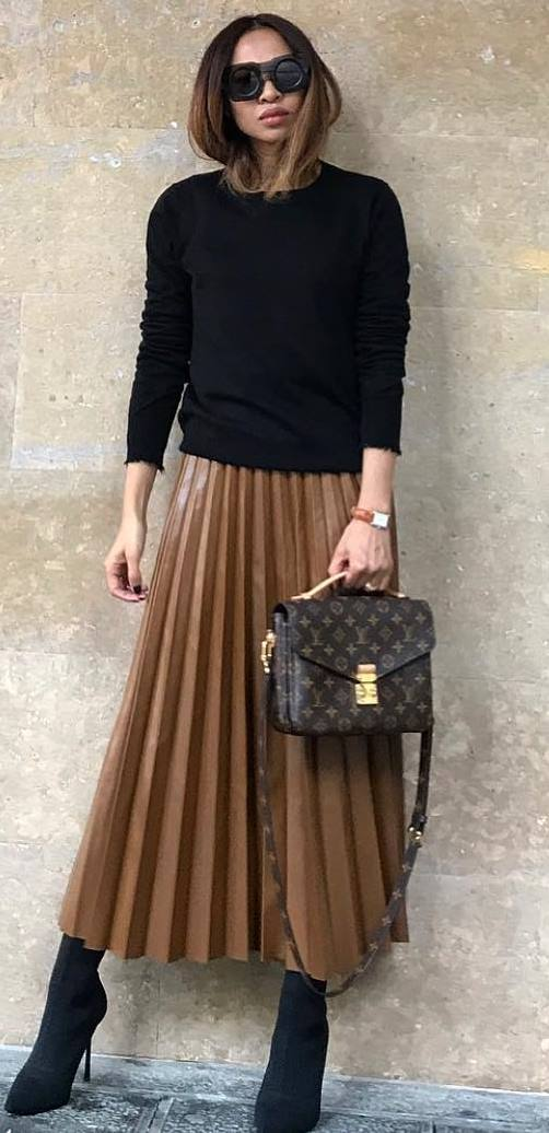 incredible outfit / maxi skirt + bag + boots + black top